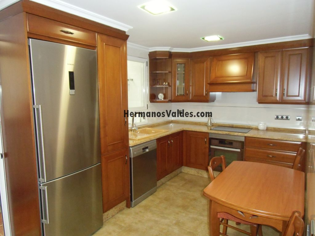 Muebles de cocina hermanos vald s armarios y for Muebles de madera para cocina pequena